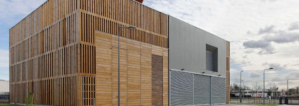 Habillage extérieur en pin pour cette chaufferie 100% biomasse